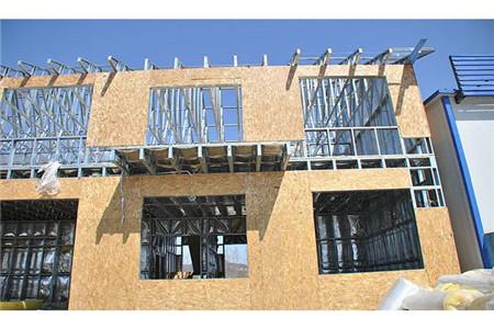 轻钢别墅的外墙材料是什么?会不会一打就烂?