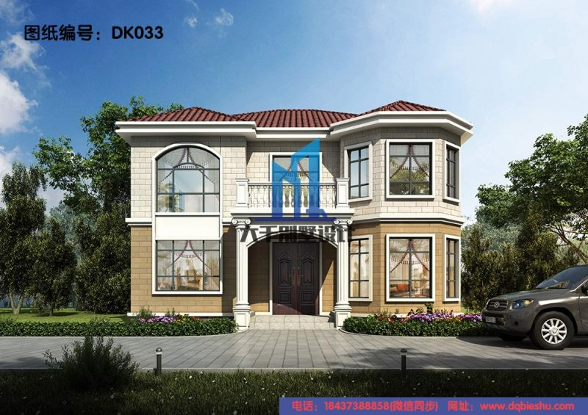 带八角窗的两层欧式别墅